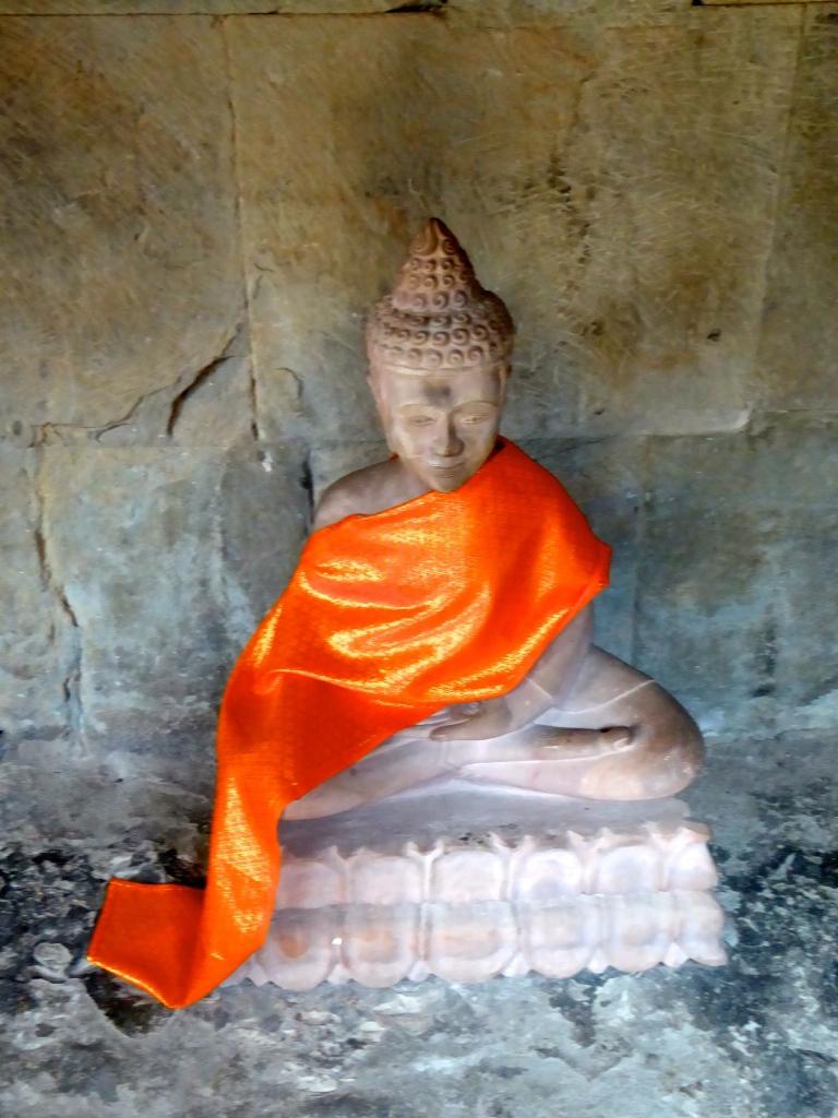 Angkor Wat Buddha Status