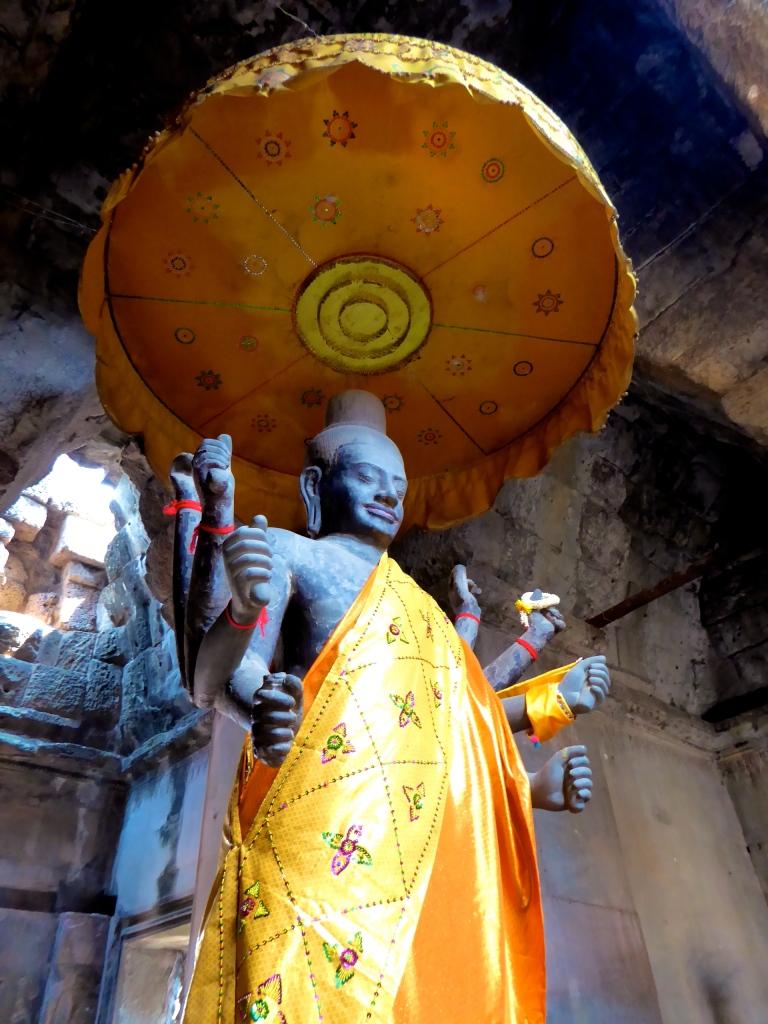 Angkor Wat - Hindu Statue